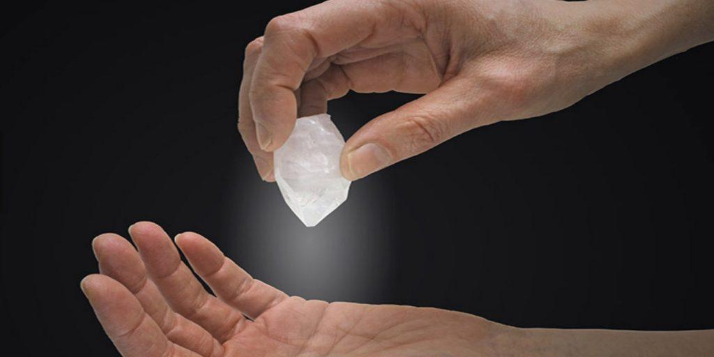 Le pouvoir de guérison du cristal dans le chamanisme aborigène